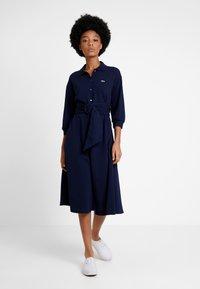 Lacoste - EF0681-00 - Robe chemise - navy blue - 0