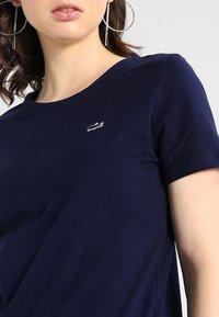 Lacoste - ROUND NECK CLASSIC TEE - Basic T-shirt - marine - 4