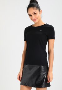 Lacoste - ROUND NECK CLASSIC TEE - Basic T-shirt - black - 0