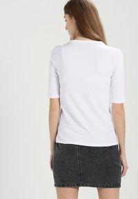 Lacoste - T-Shirt basic - white - 2