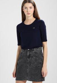 Lacoste - Basic T-shirt - marine - 0