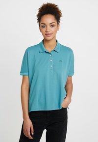 Lacoste - T-shirt imprimé - tide blue - 0