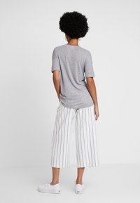 Lacoste - T-shirts basic - silver chine - 2
