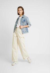 Lacoste - ROUND NECK CLASSIC TEE - T-shirt basic - white - 1