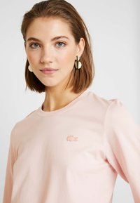 Lacoste - ROUND NECK CLASSIC TEE - Basic T-shirt - light pink - 5
