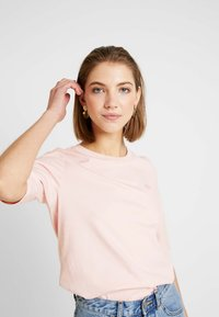 Lacoste - ROUND NECK CLASSIC TEE - Basic T-shirt - light pink - 3