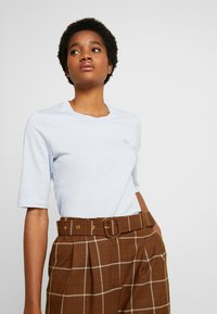 Lacoste - ROUND NECK CLASSIC TEE - T-Shirt basic - phoenix blue - 3