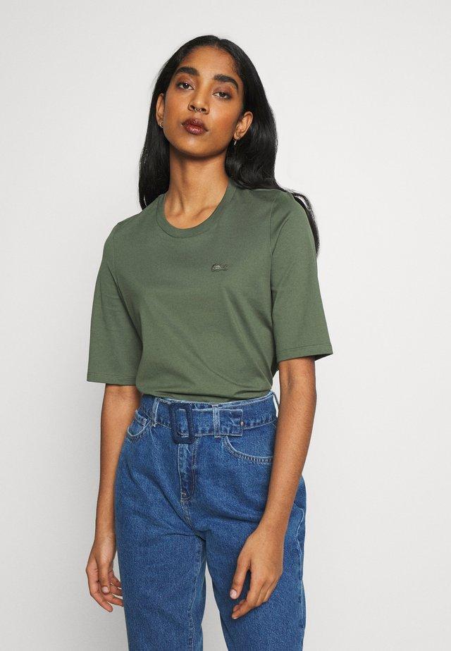 ROUND NECK CLASSIC TEE - T-shirt - bas - aucuba