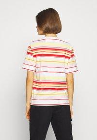 Lacoste - T-shirt imprimé - flour/corrida nidus daba - 2