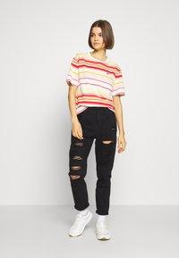 Lacoste - T-shirt imprimé - flour/corrida nidus daba - 1