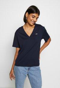 Lacoste - TF5458 - T-shirt basique - navy blue - 0