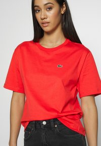 Lacoste - DAMEN RUNDHALS - Basic T-shirt - energy red - 4