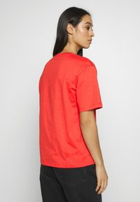 Lacoste - DAMEN RUNDHALS - Basic T-shirt - energy red - 2