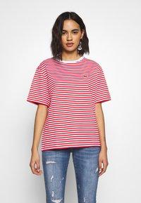 Lacoste - T-shirt imprimé - corrida/white - 0