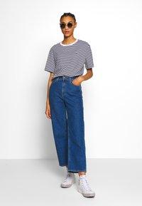 Lacoste - T-shirt imprimé - navy blue/white - 1
