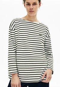 Lacoste - T-shirt à manches longues - blanc / bleu marine - 0