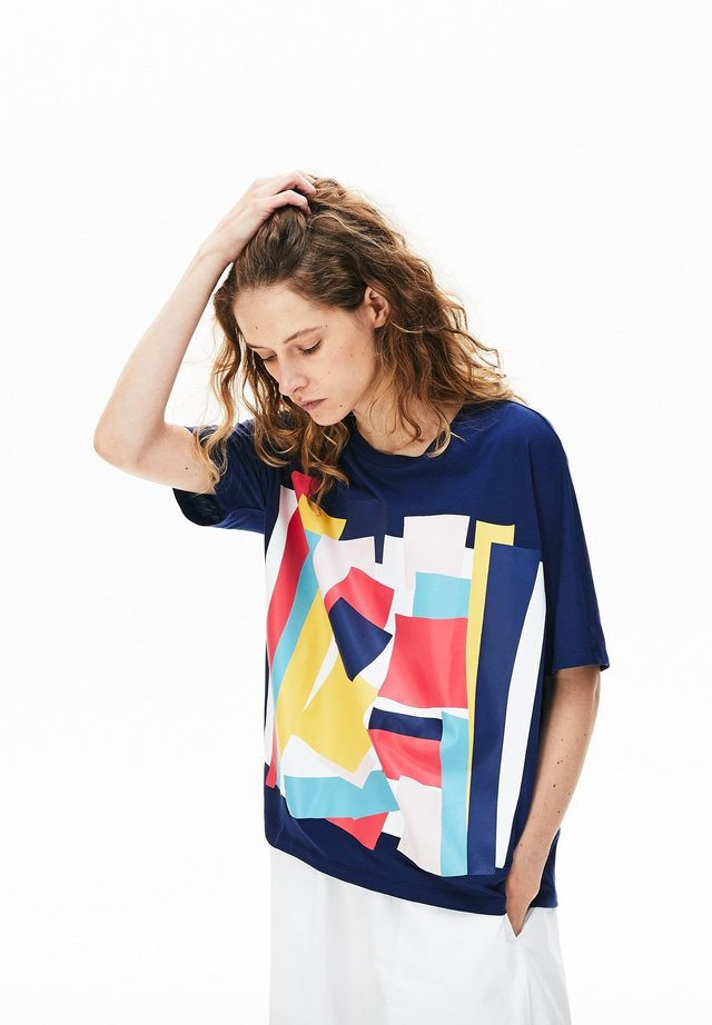 LACOSTE - TEE-SHIRT FEMME TF5625 - T-shirt con stampa - bleu marine