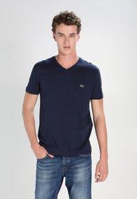 Lacoste - T-shirt basic - navy blue - 0
