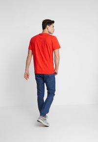 Lacoste - T-shirt basique - corrida - 2