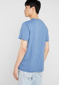 Lacoste - T-Shirt basic - rois - 2