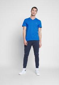 Lacoste - T-shirt basic - blue - 1