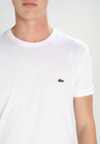 Lacoste - Basic T-shirt - white - 3