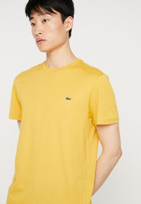 Lacoste - Basic T-shirt - darjali - 3