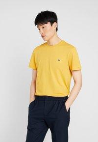 Lacoste - Basic T-shirt - darjali - 0