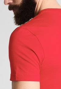 Lacoste - T-shirt basic - rouge - 4