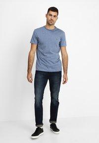 Lacoste - T-shirt basic - cruise blue - 1