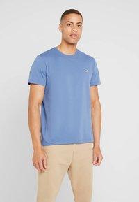 Lacoste - T-shirt basic - rois - 0