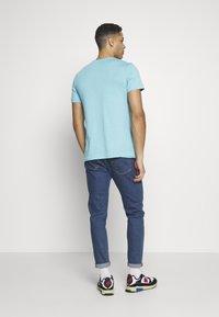 Lacoste - T-shirt basic - cicer - 2