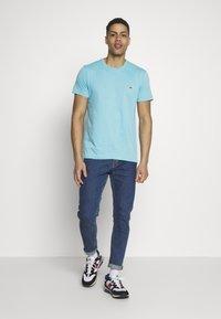 Lacoste - T-shirt basic - cicer - 1