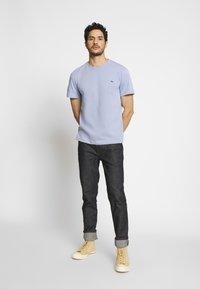 Lacoste - T-shirt basic - purpy - 1