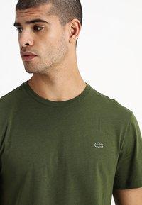 Lacoste - Basic T-shirt - marsh - 4