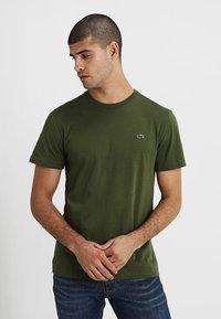 Lacoste - Basic T-shirt - marsh - 0