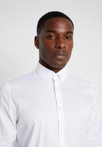 Lacoste - REGULAR FIT CH0431 - Skjorte - white - 4