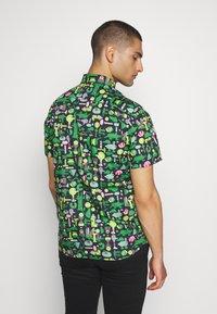 Lacoste - Unisex Lacoste x Jeremyville Regular Fit Cotton Shirt - Skjorter - marine/multico - 2