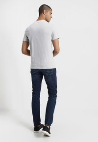 Lacoste - T-shirt med print - silver chine - 2