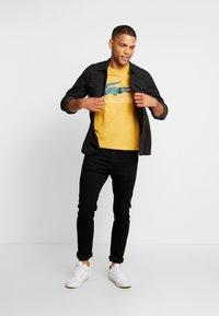 Lacoste - T-shirt med print - darjali - 1