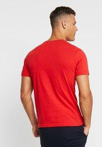 Lacoste - T-shirt z nadrukiem - clusi chine - 2
