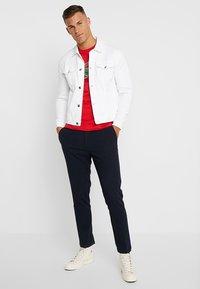 Lacoste - T-shirt z nadrukiem - clusi chine - 1