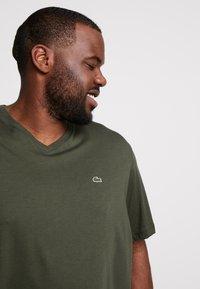 Lacoste - Basic T-shirt - baobab - 3