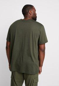 Lacoste - Basic T-shirt - baobab - 2