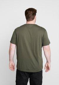 Lacoste - PLUS SIZE - T-shirt basic - baobab - 2