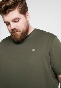 Lacoste - PLUS SIZE - T-shirt basic - baobab - 3