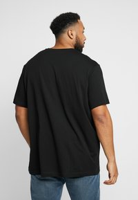 Lacoste - PLUS SIZE - Basic T-shirt - noir - 2