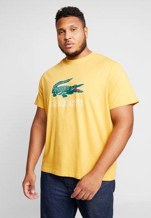 T-shirt med print - darjali