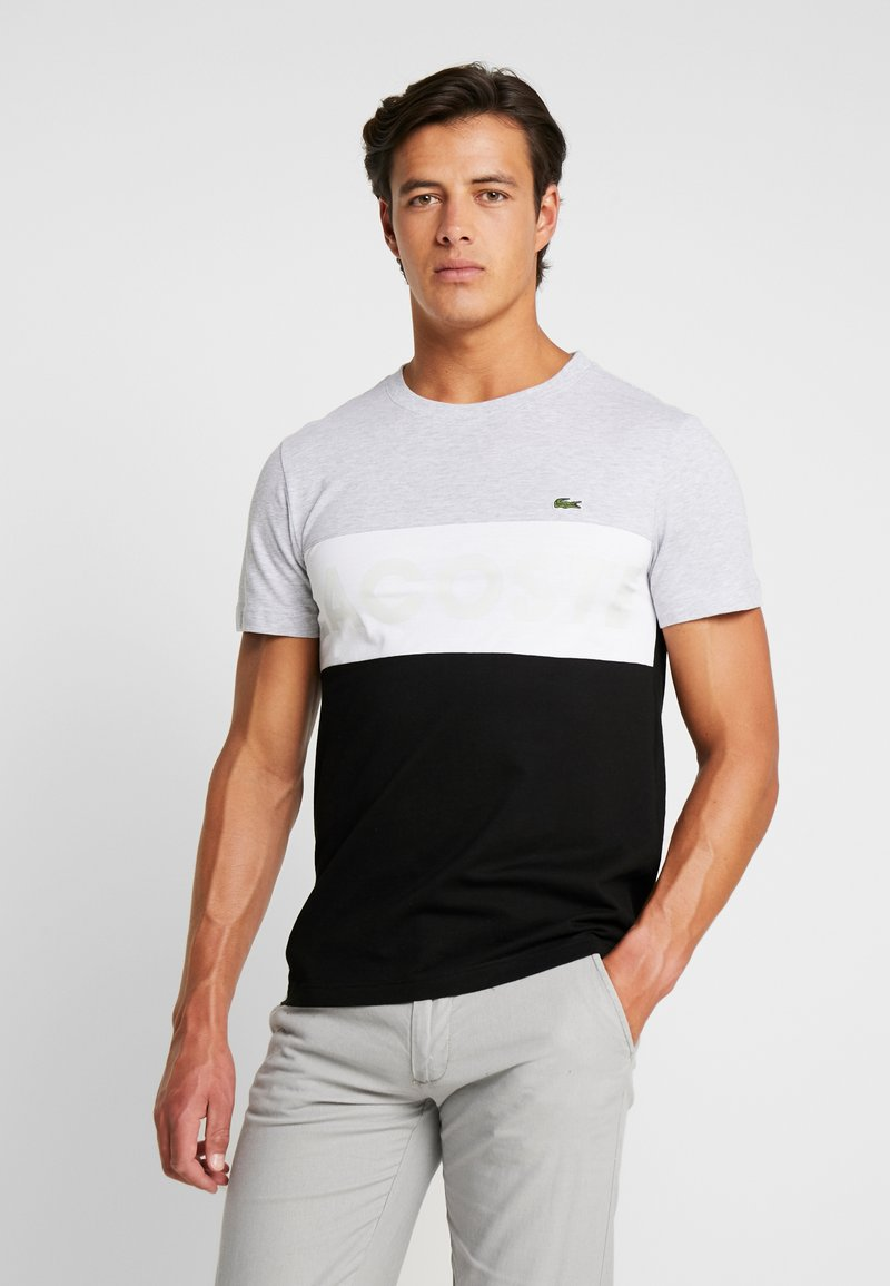 Lacoste - T-shirt med print - argent chine/blanc-noir