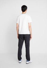 Lacoste - TH8560 - Camiseta básica - farine - 2